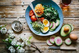 salatka-awokado-warzywa_Easy-Resize.com_.jpg