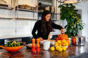 sok-gotowanie-kuchnia-kobieta.jpg